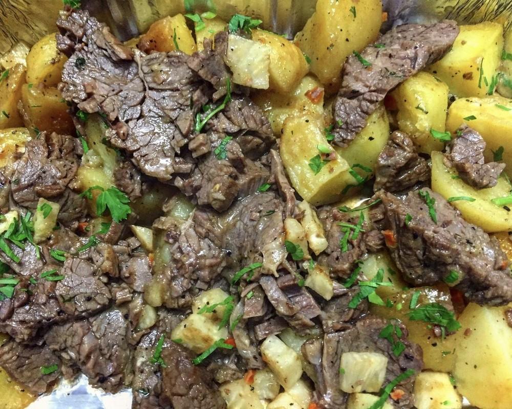 Крехко телешко с картофи и целина